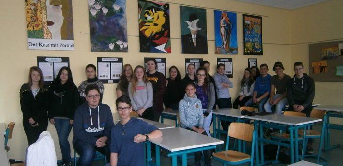 Schüler gestalten Kunstraum der Mittelschule