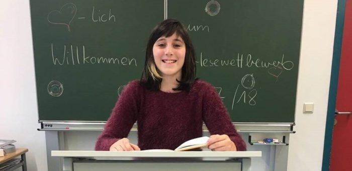 Larissa Stautner gewinnt Schulentscheid im Vorlesen