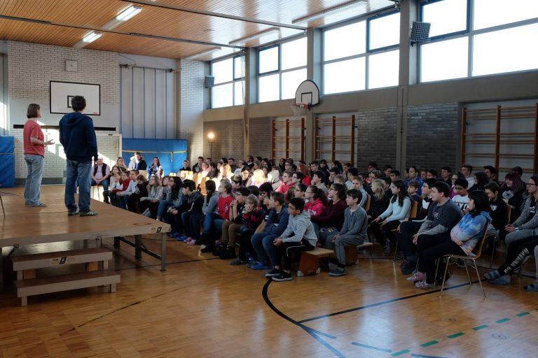 ueTheater-Mobiles Theater für Schulen